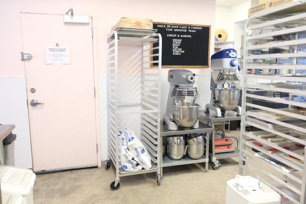 Fantastic and CLEAN commercial kitchen available for rent